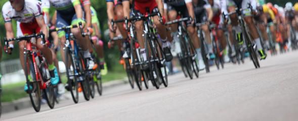 Ciclisti in fila