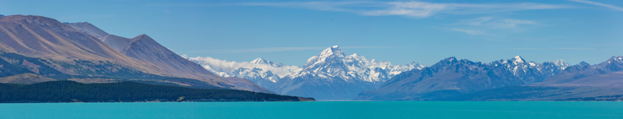 Panoramic view of Mount Cook mountain range with the beautiful turquoise waters of Lake Pukaki, South Island, New Zealand