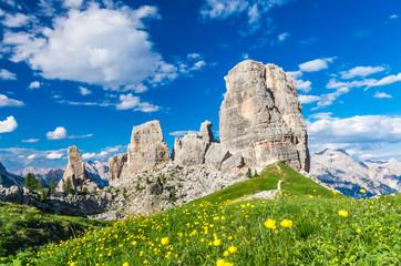 Cinque Torri, Alpy Dolomiti, Włochy. Pięć filarów w Dolomitach, Alto Adige, Południowy Tyrol
