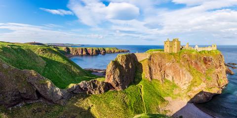 Zamek Dunnottar na szkockim wybrzeżu w pobliżu Stonehaven