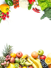 Rama świezi warzywa i owoc odizolowywający na białym tle