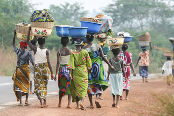 African women carrying bowls on their heads, Benin, Africa