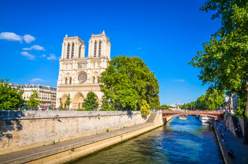 Słynna katedra Notre Dame w Paryżu, Francja.