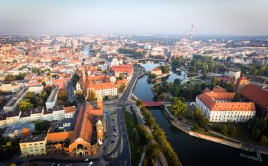widok z lotu ptaka znanego polskiego miasta Wrocławia
