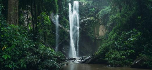 Wodospad Wodospad w przyrodzie podróży mok fah wodospad