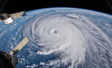 Widok satelitarny. Huragan Florencja nad Atlantykiem w pobliżu wybrzeża USA. Elementy tego obrazu dostarczone przez NASA.