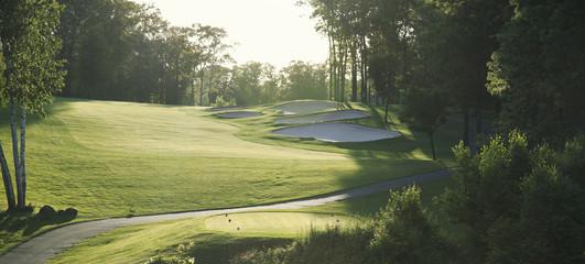 Podświetlany tor golfowy widziany z trójnika