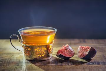 Frische Feigen mit Tee