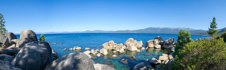 Krystaliczna woda przy Sand Harbour w Jeziornym Tahoe