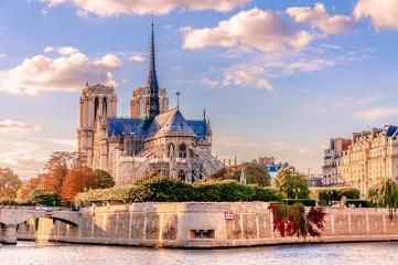 Jesienią Paryż, krajobraz z Notre-Dame