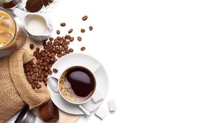 Filiżanka gorąca kawa i inni składniki nad białym tłem