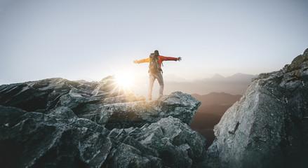 Wanderer genießt seine Freiheit