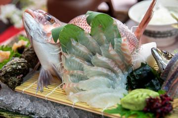お造り 刺身 鮪 アジ 鯵 新鮮 姿 食事 日本料理 大葉 SASHIMI  WASABI  海 料理 寿司 アップ 昆布 盛り付け 調理 海鮮, 豪華 居酒屋 一品 活き造り とれたて 魚 産地 直送 プリプリ 漁師 日本海 札幌