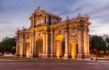 Madrid, puerta de Alcalá iluminada