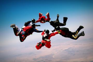 Formacja pracy zespołowej w skokach spadochronowych