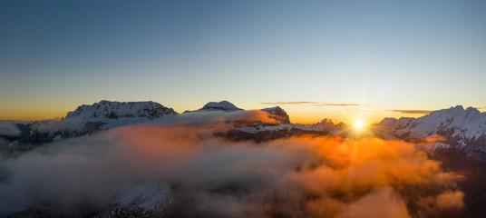Piękny krajobraz jesień w górach Dolomity.