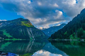 Vilsalpsee mit Bootssteg Thannheimer Tal Reutte Tirol
