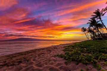 Kaanapali Beach na Maui na Hawajach o zachodzie słońca
