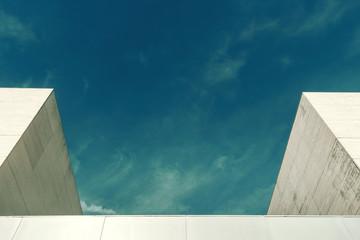 Architektura abstrakcyjna. Zamyka up dwa budynku fasadowego.