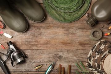 Mieszkanie świeckich skład sprzęt wędkarski i miejsca na tekst na drewniane tła