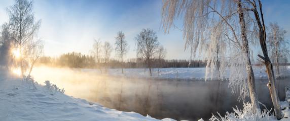панорама рассвета на Рефтинском водохранилище зимой, Россия Урал, февраль