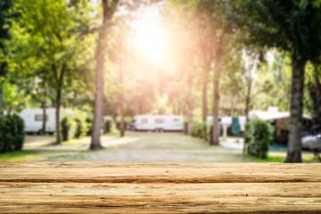 Stołowy tło wolna przestrzeń i campingowy tło