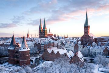 Hansestadt Lübeck - Altstadt im Schnee - Sonnenaufgang