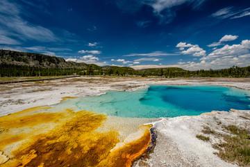Gorąca wiosna termalna w Yellowstone