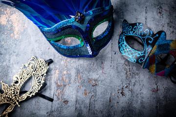 Nowy rok w Wenecji, maska wenecka i szal z piór