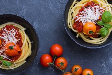 makaron z sosem pomidorowym, spaghetti