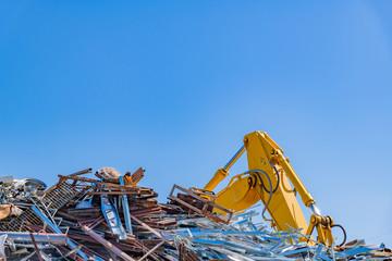 スクラップ 産業廃棄物 ゴミの山