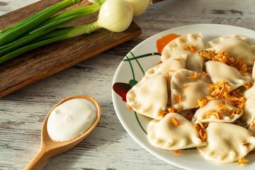 Pierogi, Varenyky, pyrohy z nadzieniem, tradycyjne danie kuchni wschodnioeuropejskiej