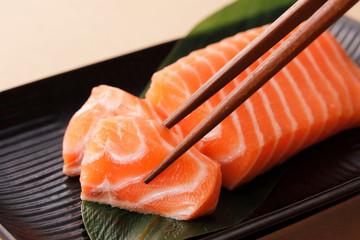 サーモンの刺身 Raw salmon sashimi