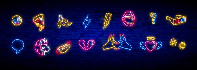 Zestaw ikon pop-artu. Pop-artu neon. Jasny szyld, lekki baner. Neon na białym tle ikona, godło. Serce, diament, pizza, uśmiech, ręka, lody, gwiazda, pączki i jednorożec wektor neon ikona