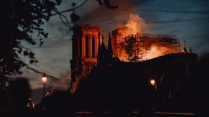 Notre Dame de Paris ravagée par les flammes