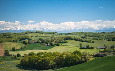 Le Gers avec les Pyrénées en arrière plan