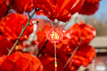 Hang red lanterns for the New Year