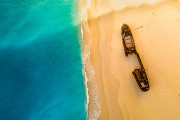 Zatoka Navagio i plaża Shipwreck w lecie. Zakynthos, Grecja i Morze Jońskie