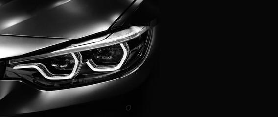 Szczegółowo na jednym z reflektorów LED nowoczesnego samochodu na czarnym tle