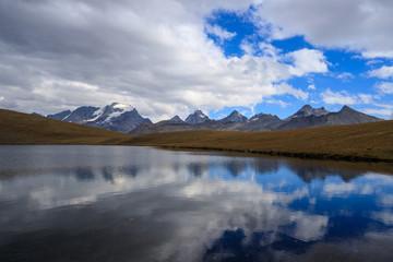 lago Rosset in alta valle dell'Orco, nal Parco nazionale del Gran Paradiso. Sullo sfondo il Gran Paradiso.