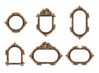 Zestaw złotej gotyckiej ramy do obrazów, luster lub zdjęć na białym tle