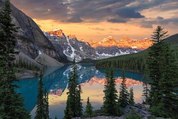 Park Narodowy Banff, Morena jezioro przy wschodem słońca, Kanada.