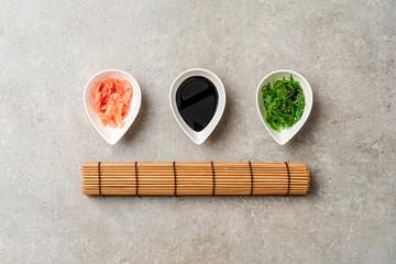 Zestaw do sushi Sałatka z alg, sos imbirowy i sojowy