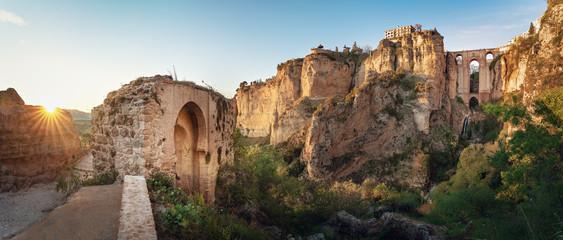 Panoramiczny widok Ronda Puente Nuevo most przy zmierzchem - Ronda, Malaga prowincja, Andalusia, Hiszpania