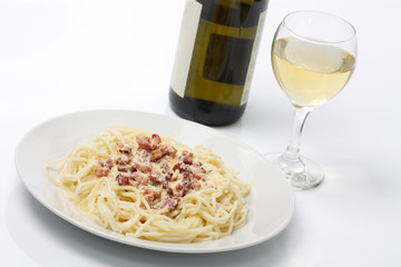 Spaghetti Carbonara and White Wine