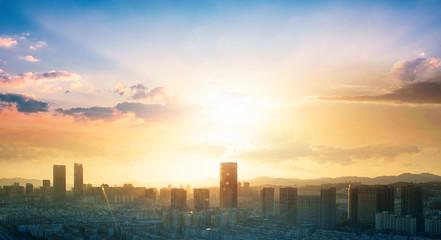 Koncepcja Światowego Dnia Miasta: Streszczenie widok miasta na kolor nieba i chmur pejzaż tło miasta