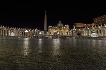 Petersplatz mit Vatikan bei Nacht Rom, Italien