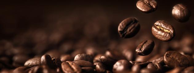 Ziarna Kawy Zbliżenie Na Ciemnym Tle