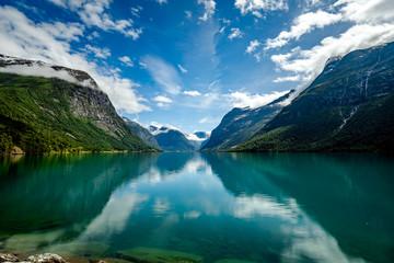 jezioro lovatnet Piękna przyroda Norwegia.
