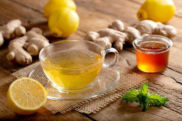 Heißer Ingwer-Zitronen-Tee